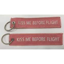 "Llavero tela ""Kiss me before flight"" rosa ambas caras"